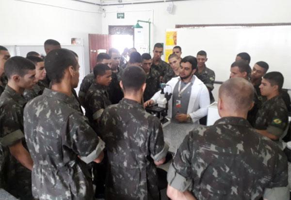 Faculdade Pitágoras de Brumado realiza instrução em laboratórios de engenharia para o Tiro de Guerra 06-024