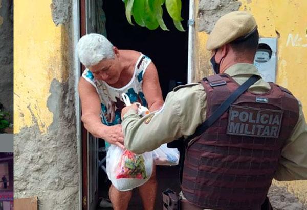 Brumado: PM realiza entrega de cestas básicas doadas por cidadã anônima