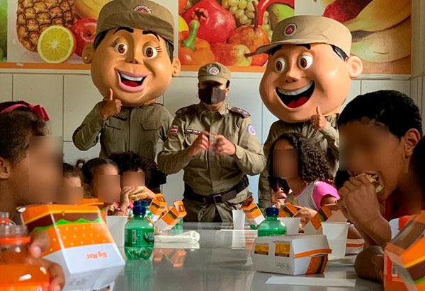 Conquista: PM faz a alegria da criançada de Conquista com Big Mac's