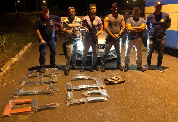 Trio é preso suspeito de tráfico de drogas em ônibus que seguia para Vitória da Conquista; foram apreendidos 30 kg de maconha