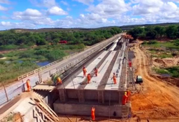 Vídeo mostra andamento da obra de ponte sobre o Rio de Contas, em Sussuarana