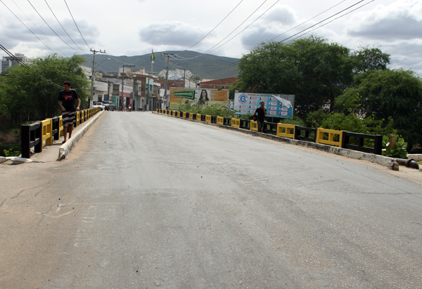 Brumado: Vereador Beto Bonelly solicita construção de passarela de acesso para pedestres na ponte do bairro São Félix