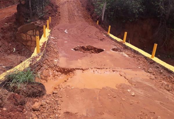 Recém construída, ponte que liga Livramento a Caetité cede após as chuvas