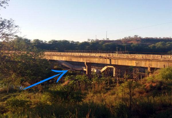 Parte da construção da nova ponte em Sussuarana sobre o rio das Contas cai