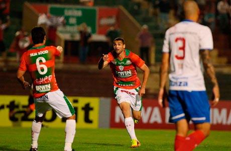 Portuguesa faz três gols em seis minutos e vence Bahia