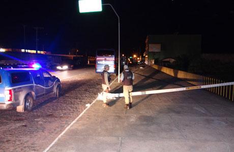 Brumado: Carreta cegonha colide em poste que quebra e cai
