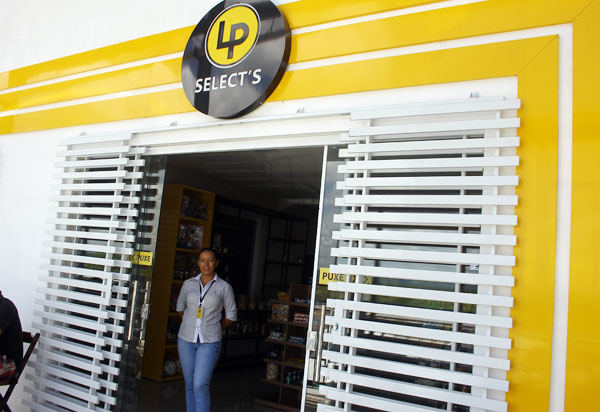 Posto Meira II: conheça a loja de conveniência LP Select's