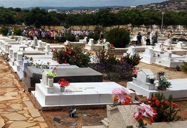 Brumado: Prefeitura divulga valores de sepulturas em cemitério público
