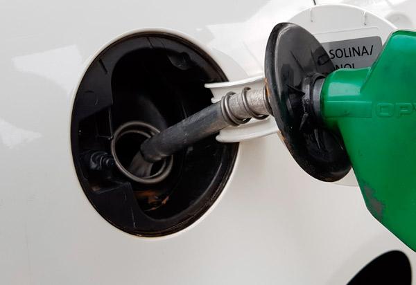 Petrobras reajusta gasolina em 7,6% a partir da terça (19)