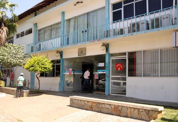 Prefeitura Municipal de Brumado antecipa 50% do 13º salário dos servidores municipais