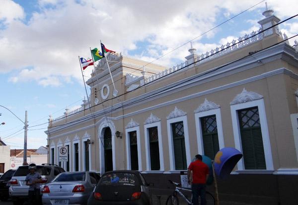 Vitória da Conquista atende MP e rescinde contratos ilegais com escritórios de advocacia
