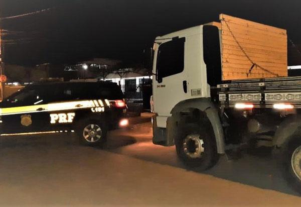 Caminhão roubado em Barreiras é localizado pela PRF na BR 116 em Vitória da Conquista (BA)