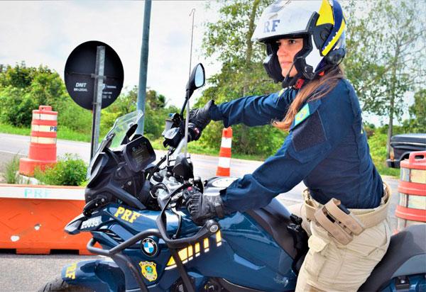 PRF BA tem primeira policial mulher formada no Curso de Motociclista e Batedor do Exército Brasileiro