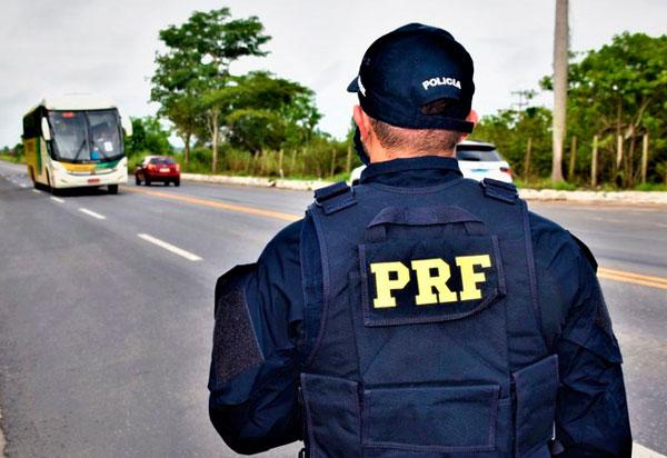 PRF na Bahia intensifica fiscalização nas rodovias com foco na segurança viária e no combate à criminalidade