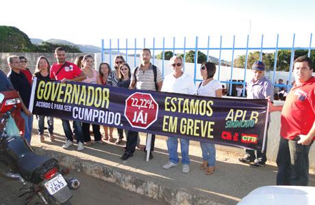 PROFESSORES PROTESTAM CONTRA GOVERNO EM BRUMADO