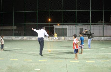 Totalmente reestruturada, quadra poliesportiva do Bairro Baraúnas é entregue à comunidade