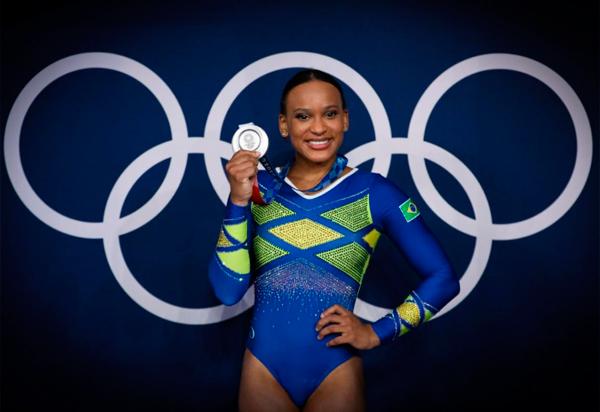 Com a prata, Rebeca Andrade conquista a primeira medalha olímpica do Brasil