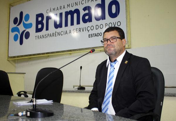 Vereador Rey de Domingão homenageia Brumado nos seus 142 anos de emancipação política
