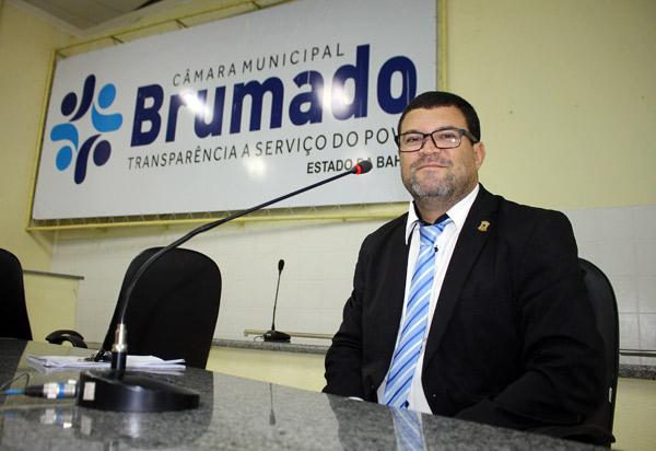 Brumado: vereador Rey de Domingão agradece prefeito por atender sua indicação de reforma dos banheiros do mercado municipal