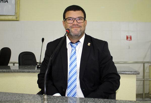 Brumado: vereador Rey de Domingão conquista patrolamento e nivelamento do campo Bela Vista, no bairro São Félix