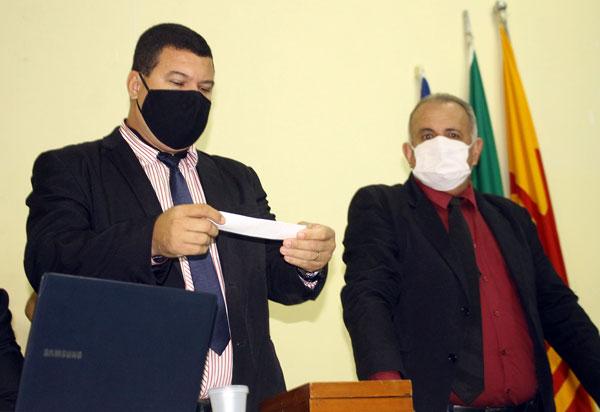 Brumado: Três vereadores fazem parte da comissão de investigação do processo contra o prefeito Eduardo Vasconcelos