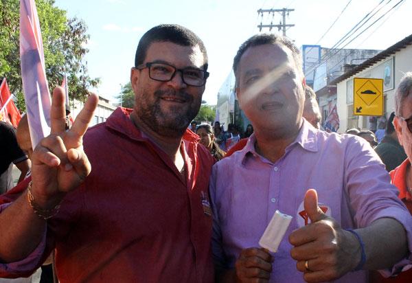 Vereador Rey de Domingão participou da caminhada do candidato a reeleição Rui Costa, em Brumado