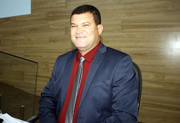Brumado: Vereador Rey de Domingão solicita do município manutenção dos Ginásios de Esportes