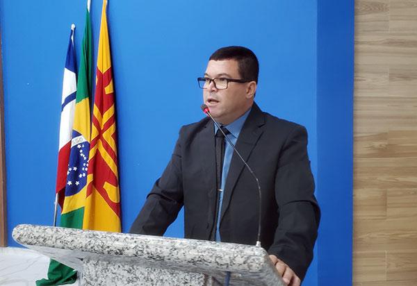 Rey de Domingão questiona fato de Brumado sair do 1º lugar para 18º no Ideb em 2019