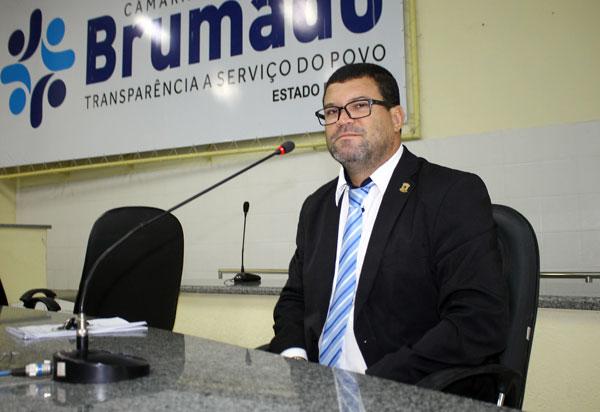 Brumado: vereador Rey de Domingão solicita ao Executivo pavimentação da Rua José Mariano da Silva