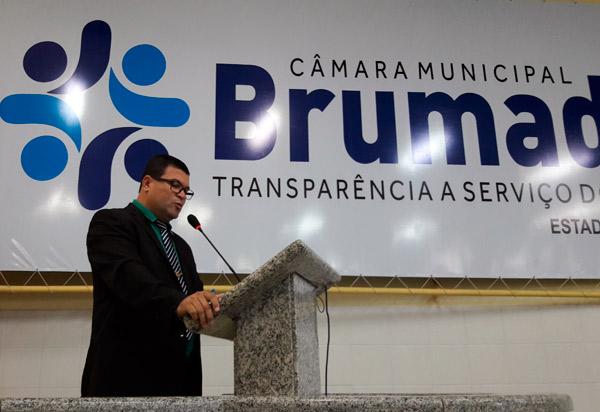 Brumado: vereador Rey de Domingão tem atuação como líder do prefeito durante sessão da Câmara