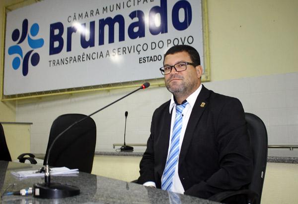 Brumado: vereador Rey de Domingão indica recapeamento asfáltico para ruas do Bairro Parque Alvorada