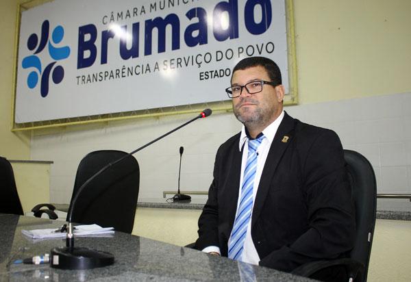 Brumado: Rey de Domingão questiona retorno das aulas municipais
