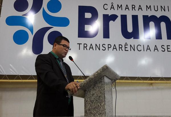 Brumado: vereador Rey de Domingão solicita instalação de semáforo próximo a linha férrea