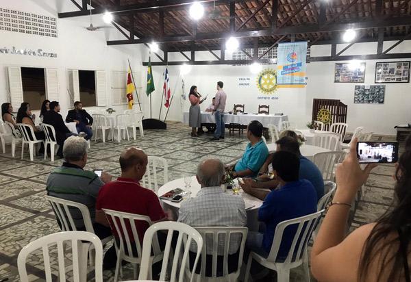 Rotary Club de Brumado promoveu a posse do grupo Rotaract