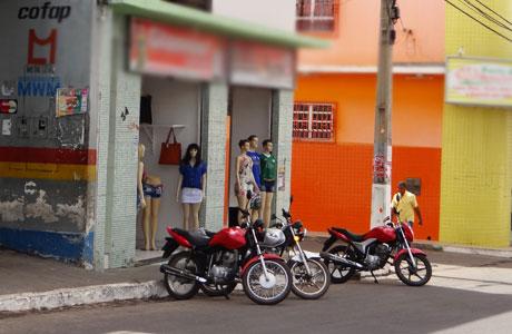 Brumado: Bandidos assaltam loja e levam mais de R$ 5 mil