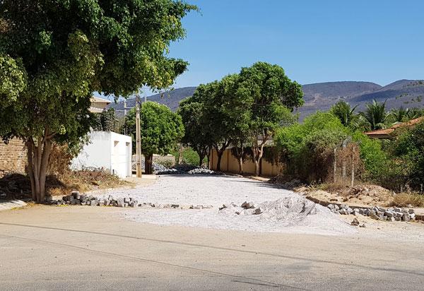 Brumado: Rua Albertino Marques Barreto recebe pavimentação com paralelepípedo