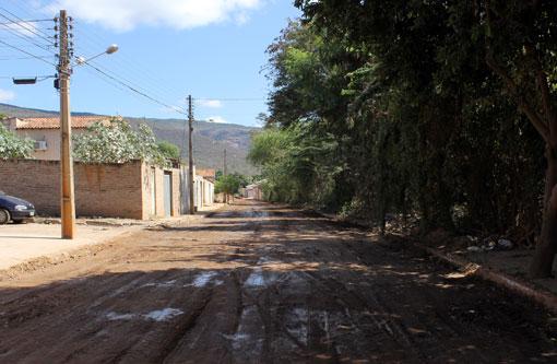 Brumado: Após protestos rua Albertino Marques Barreto será asfaltada