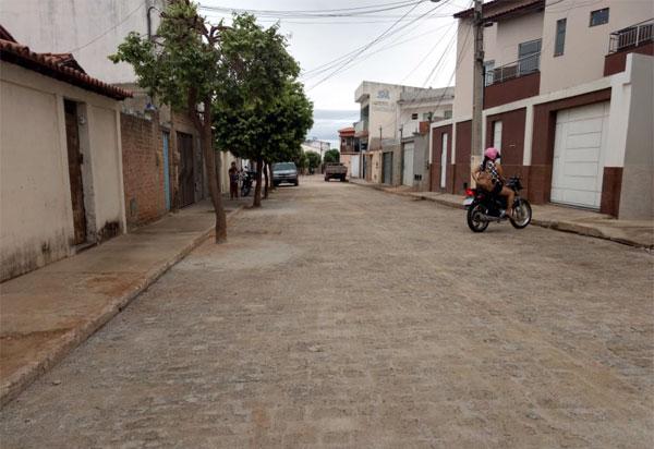 Brumado: ruas dos bairros Baraúnas e Olhos D'água estão sendo pavimentadas