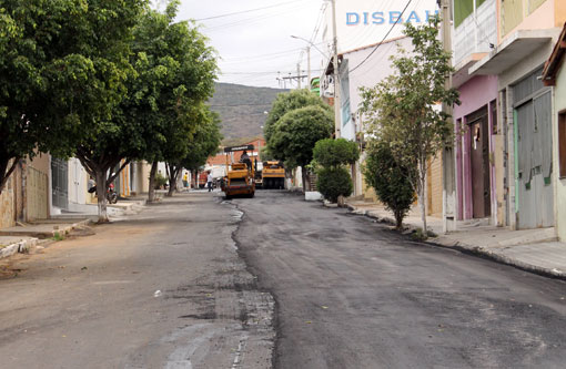 Brumado: Prefeitura realiza recapeamento asfáltico na Rua Tenente Amarílio