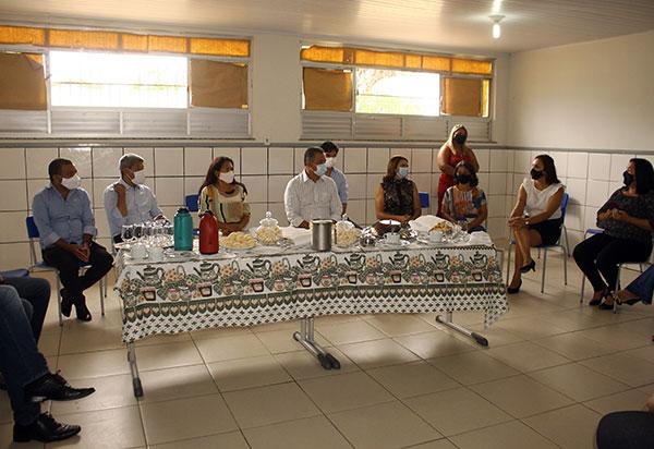 Em Aracatu, Rui Costa entrega sistema de abastecimento de água e anuncia construção de nova unidade escolar