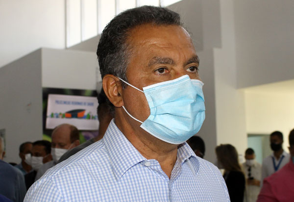 Em Iuiu, governador entrega obras e autoriza reforma de trecho da BA-160