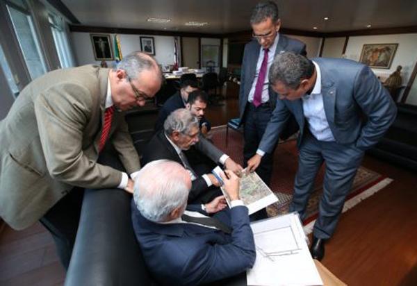 Rui Costa recebe prefeito de Vitória da Conquista