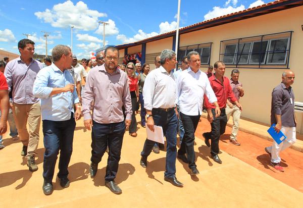 Em Rio do Antônio, Rui Costa inaugura escola com capacidade para 600 alunos