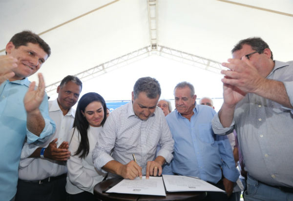 Rui Costa inaugura Colégio da Polícia Militar e realiza entregas em Jequié