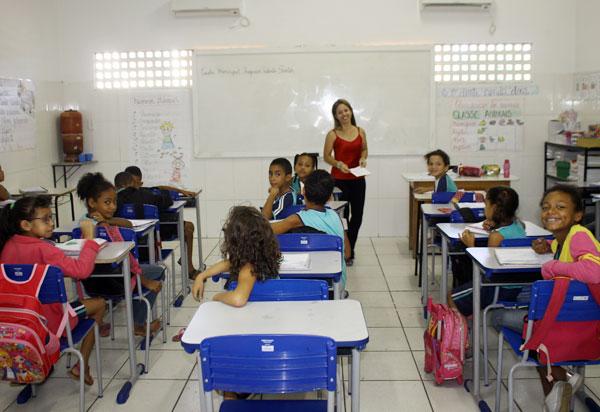 Brumado: secretária de Educação diz que serão tomadas medidas de segurança para alunos e professores no retorno as aulas