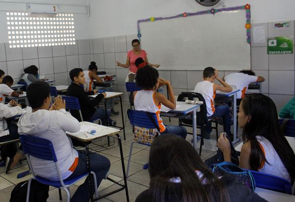 Governador anuncia prorrogação do fechamento das escolas na Bahia