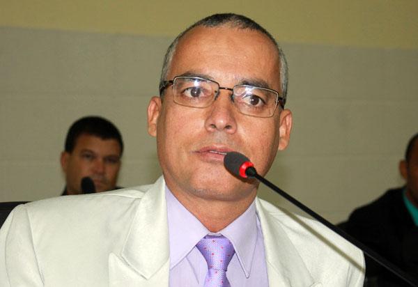 Santinho é empossado vereador no Legislativo brumadense