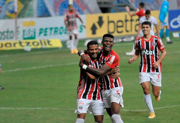 São Paulo vence o Bahia e assume a vice-liderança do Brasileirão