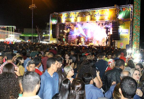 Aracatu: segunda noite do Arraiá do Gererê contou com  a tradicional queima da Maria Branca