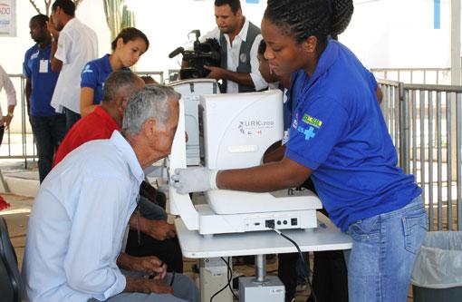 Brumado: Começaram os atendimentos oftalmológicos do 'Saúde em Movimento'